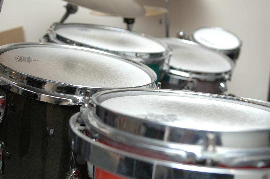 Side view of drums for video lessons